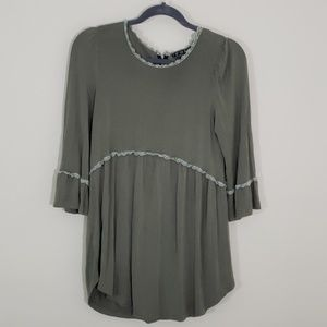 POL  Sz S  top with crochet trim and a bell sleeve